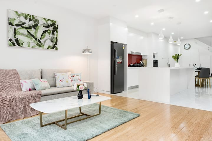 Luxury and stylish 4BR house in Rozelle