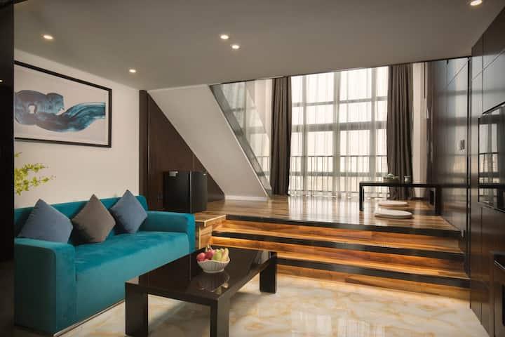 7汉溪长隆(特别订制2.4米宽)豪华复式大床房,Loft一房一厅,落地窗,独立卫浴,3D环绕蓝牙音响