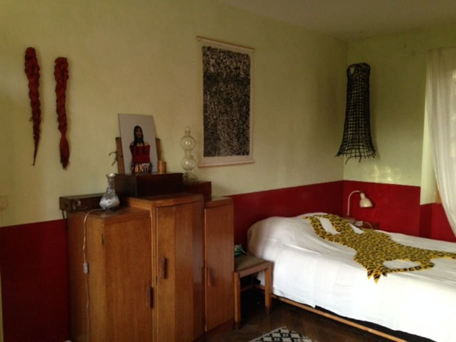 Chambres dans maison d 39 artiste bed and breakfasts for for Chambre d artiste