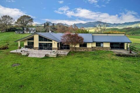 Waiotahi Dairy Farm Hideout Room 3
