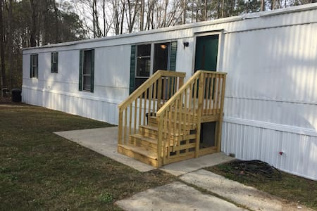 Large sunny room in newly renovated mobile home - Summerville - Bed & Breakfast