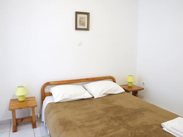 Basic double room in Mykonos - Míkonos - Bed & Breakfast