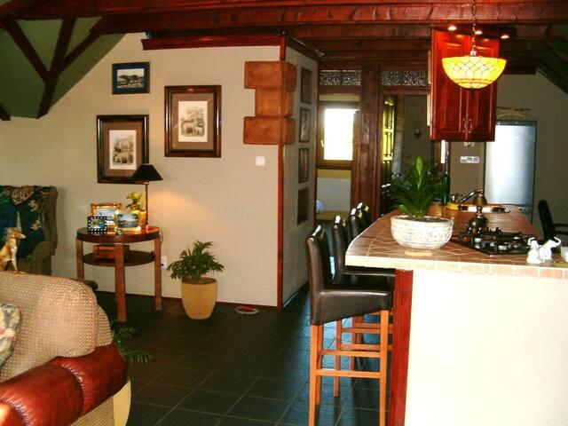 Kitchen w/bar stool seating!