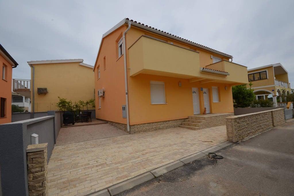 Condominiums In Mali Iž