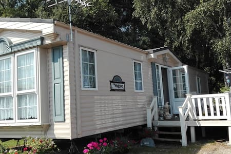 Tattershall lakes static caravan. Room to stay in. - Tattershall
