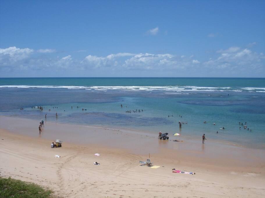 Praia próxima em maré baixa