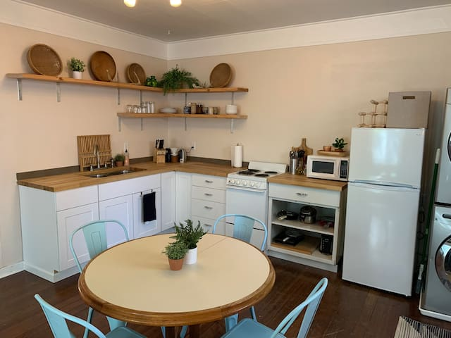 Classic & Cozy | 1 Bed Apt w/ W/D | close to DT