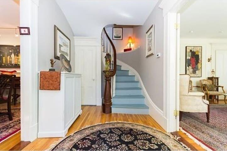 Large, lovely 4BR home in Boston - Boston - Dom