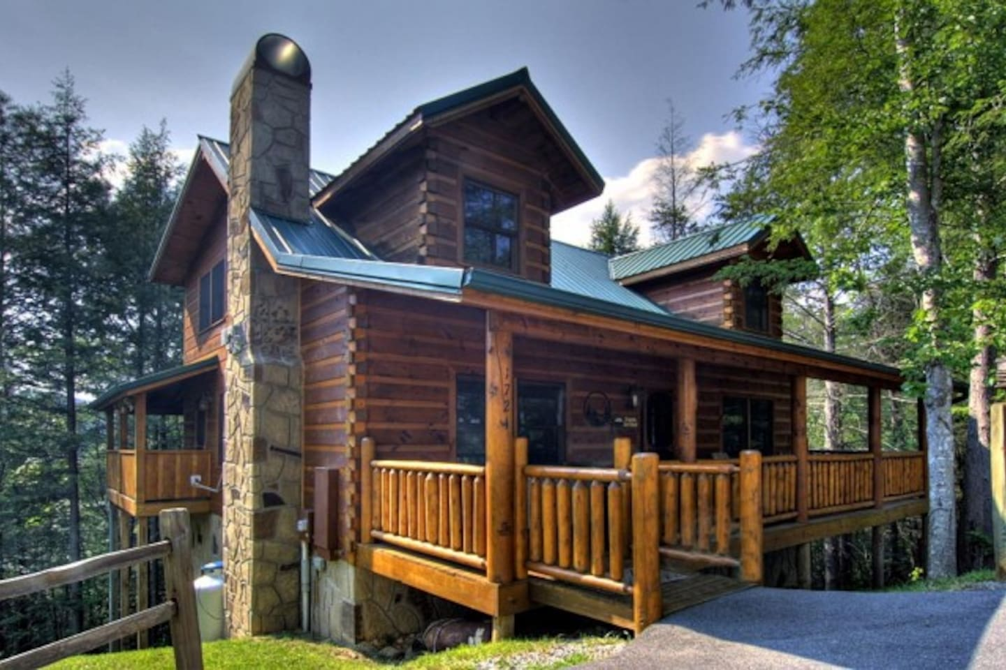 Awesome cabin nestled in a gated Smokies community
