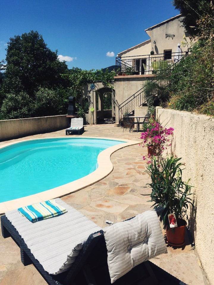 Villa St. Michel B&B. Private pool. Stunning views