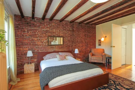 Park Slope Tree Top Quiet Apartment