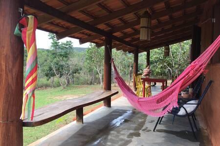 Chalé Vermelho - Beira do Almas no Sítio Lavrinhas - Pirenópolis - Almhütte