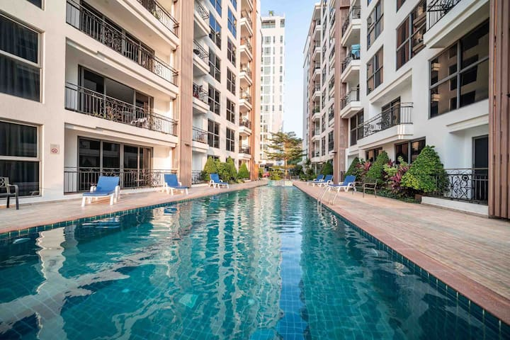 A芭提雅市中心带泳池的一卧室,网红餐厅Sky Gallery旁,海边500米近步行街,7天以上有优惠