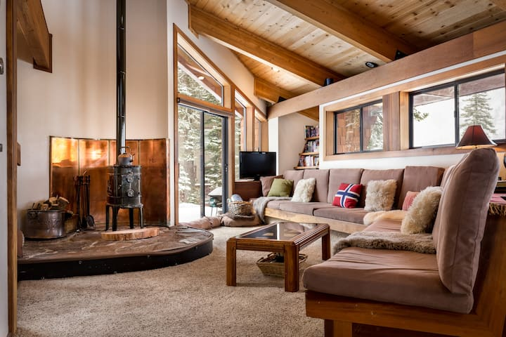 The Nordic Lodge | Amazing Tahoe Home - Sleeps 8 - Alpine Meadows - Casa