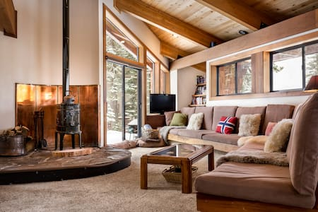 The Nordic Lodge | Amazing Tahoe Home - Sleeps 8 - Alpine Meadows - Ev