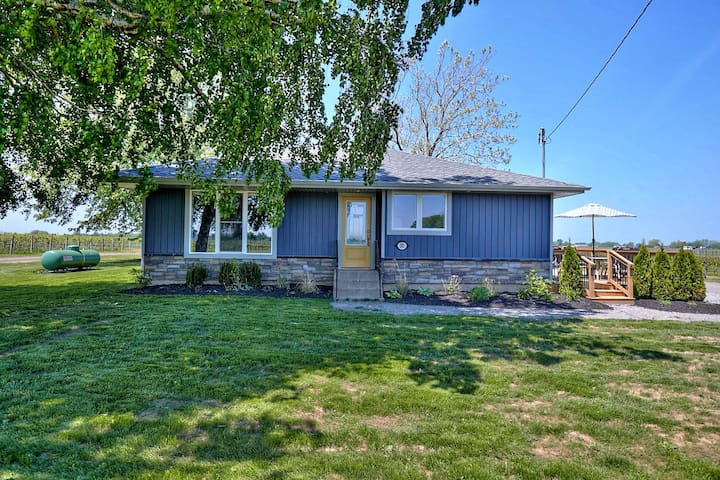 Smart Stays Self contained, Isolated Home - Niagara Vineyard Contemporary Cottage