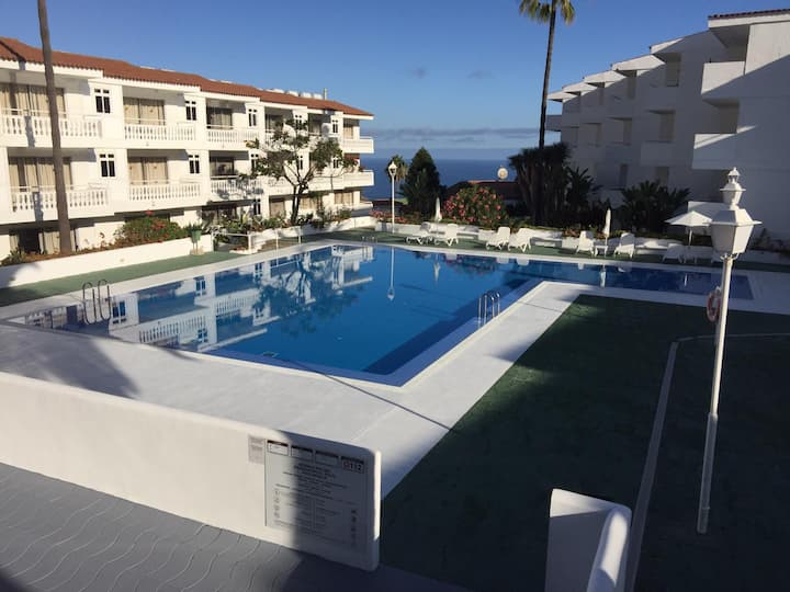 Apartamento con acceso a jardín y a piscina