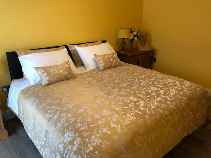 Buttercup Suite