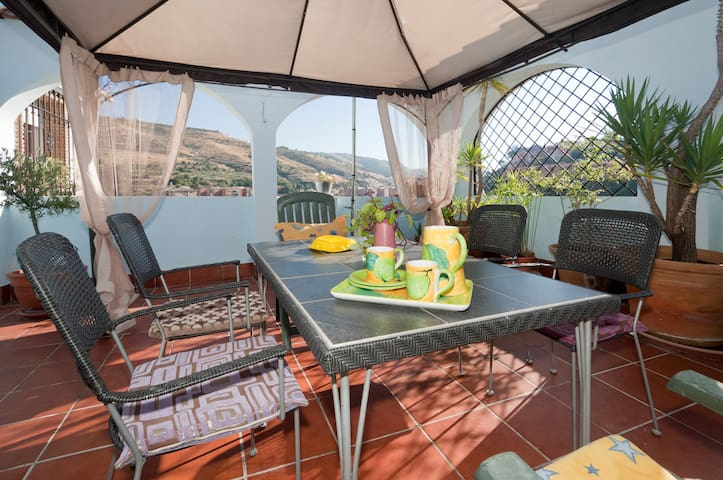 Apartamento confortable con terraza - Granada - Flat