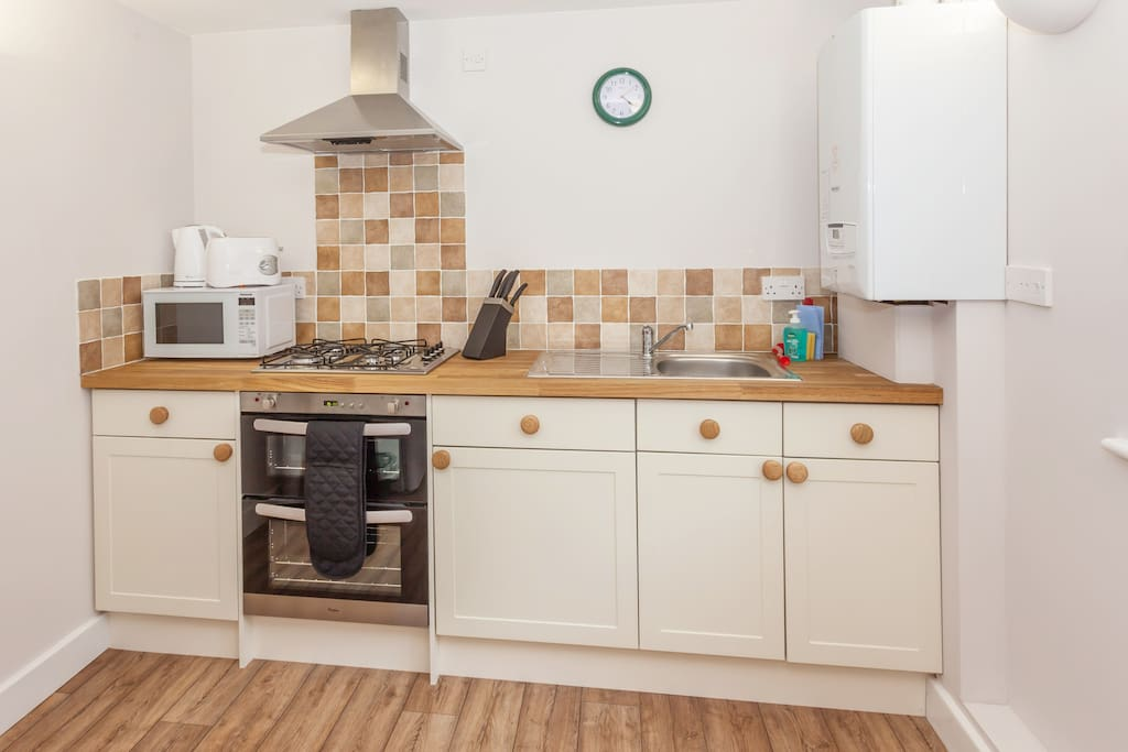 Please note that there is no dishwasher or washing machine in Rose Cottage.