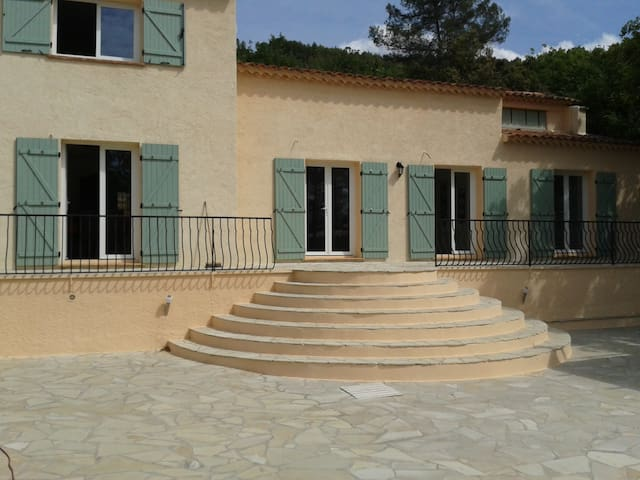 200m² villa end of a privatestreet - La Motte