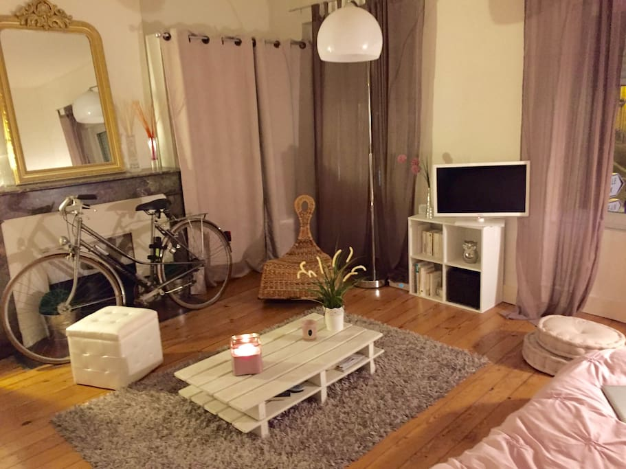 Appartement cosy dans l 39 hyper centre gambetta flats for Appartement bordeaux hyper centre location