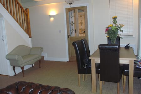 Charming Cork House Ideal Location - Cork - Talo