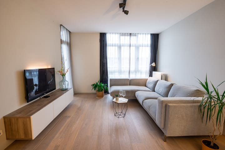 Modern apartment with direct line to city centre!!