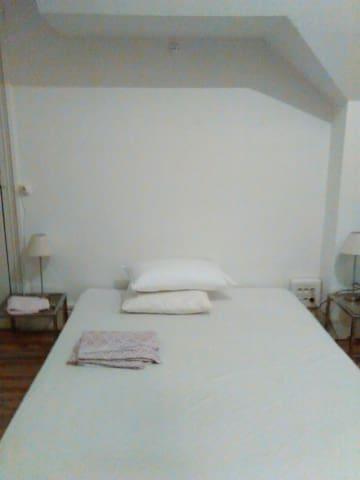 Chambre dans une maison des années - Albi - Huoneisto