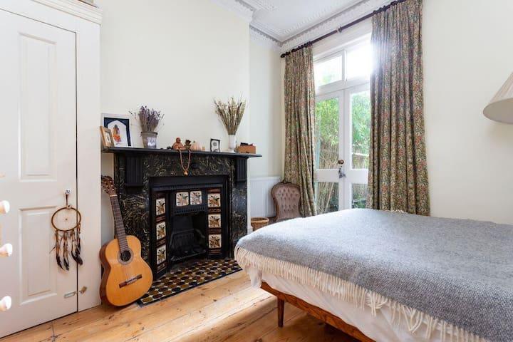 1 Bed Garden flat~heart of Brixton~Victoria Line~London