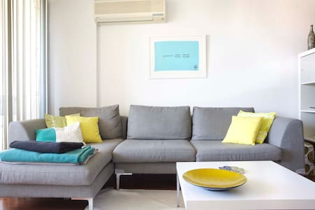 Airy & Arty Sydney, 10 Mins to City - Camperdown - Apartament