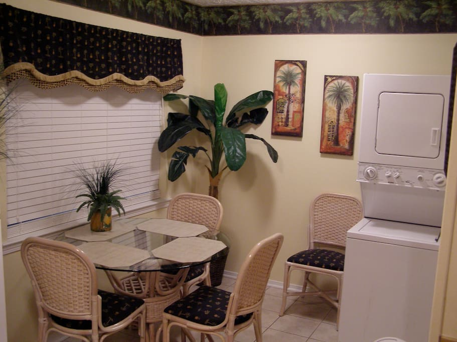 Kitchen dining area & w/d