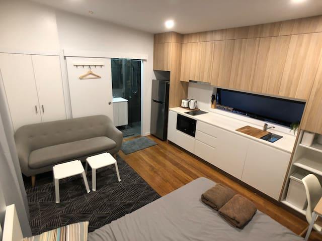 Modern studio guesthouse in Sunnybank