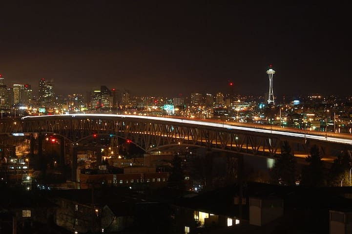 View Emerald City Jewel Apt UW 1BD Great Location