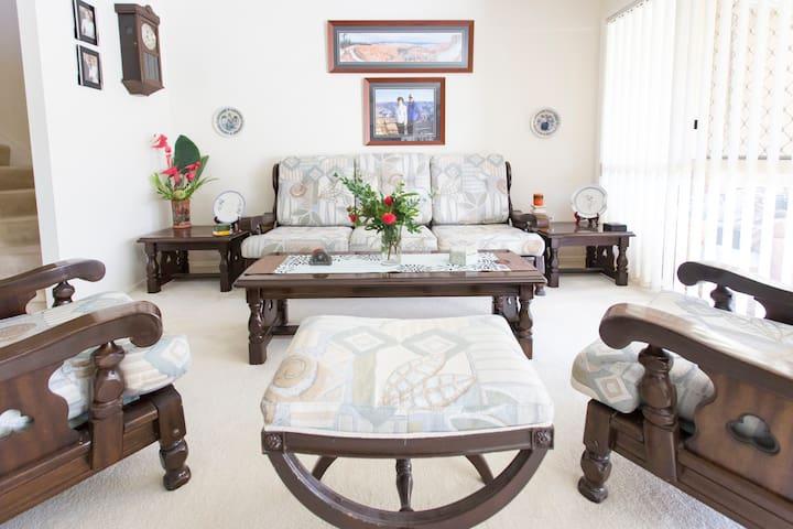 Spacious Townhouse w Ensuite+Bfast - Runaway Bay - Bed & Breakfast