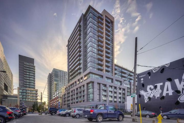 Toronto home in trendy Queen West