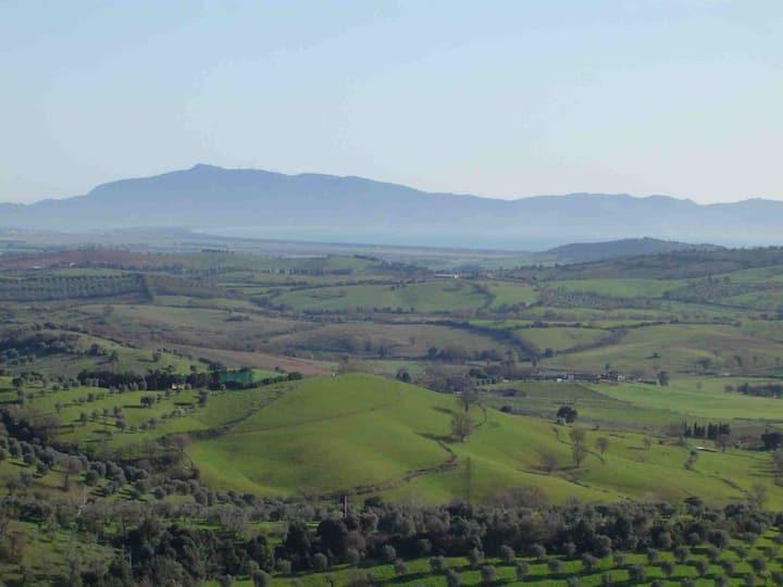 Tuscany between green hills and beautiful sea