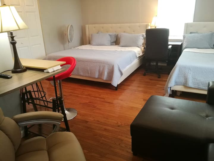 Short walk to metro/DC. Big Room, Private bath, 1d
