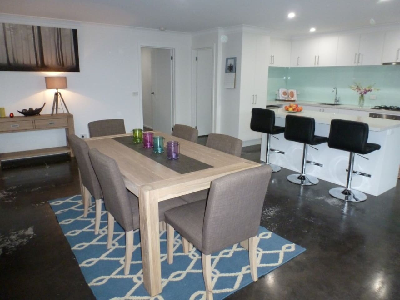 Welcome to Ben's Place-modern and convenient