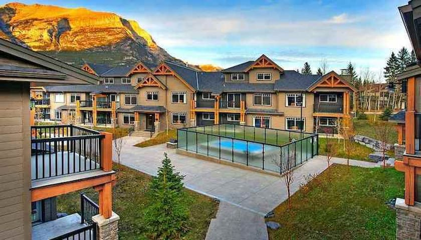 2 Bedroom + Den Wilderness Retreat near Canmore - Dead Man's Flats