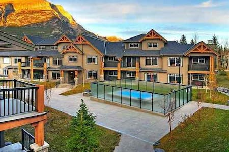 2 Bedroom + Den Wilderness Retreat near Canmore - Dead Man's Flats - Ortak mülk