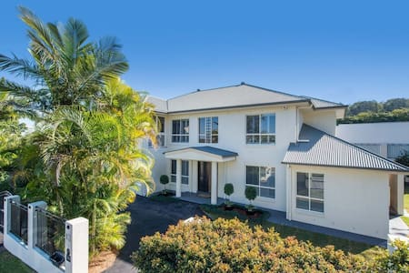 Luxury & huge 4 bed Grandeur - Carindale
