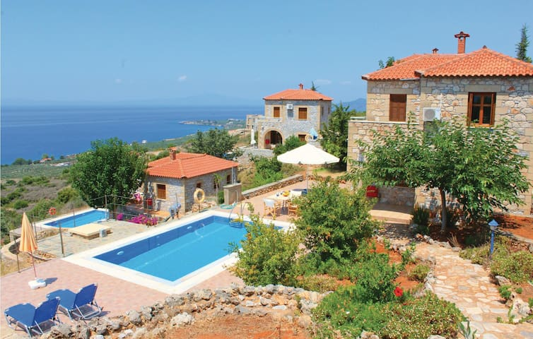 Holiday cottage with 2 bedrooms on 96m² in Agios Nikolaos M.