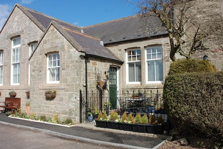Beautiful Old School, Sleeps 10 - Scottish Borders - Ev