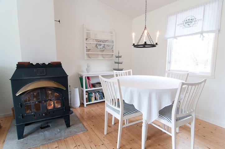 Back-to-nature cottage - Stånga - Dom