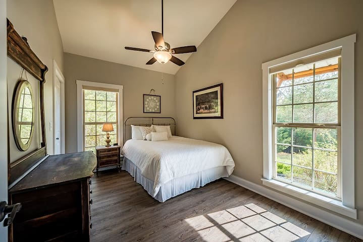 Bedroom 3, queen-size bed can very easily be pulled away from wall to accommodate two people.