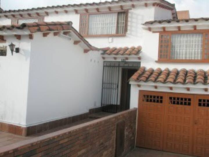 B2- Habitación en casa Calle 105 con 15