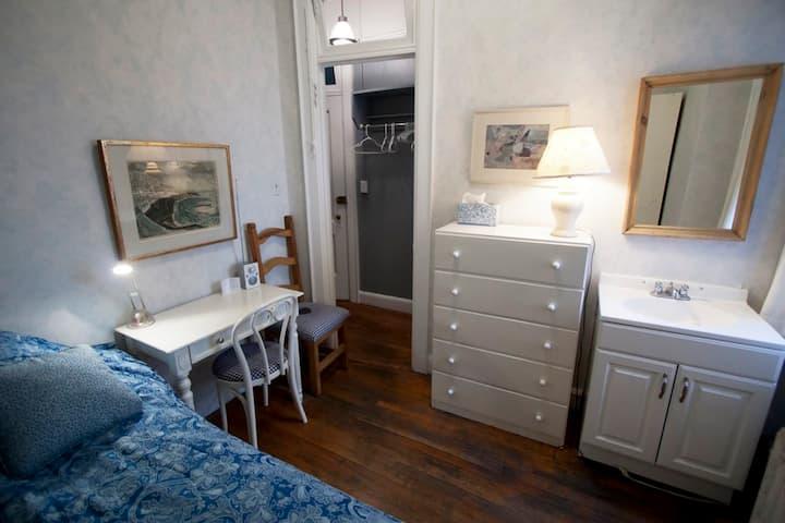 Midtown cozy convenient