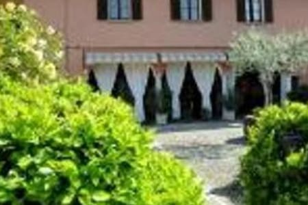 Bed&Breakfast in Franciacorta  and Iseo Lake - Passirano - Bed & Breakfast