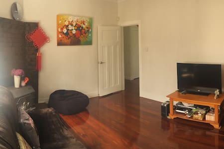 Large Sunny room with living room in Mt Albert - Auckland - Rumah